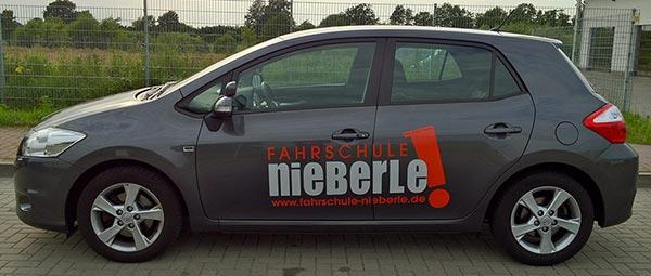 Der Schaltwagen der Fahrschule Nieberle